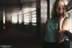women blonde model bracelets