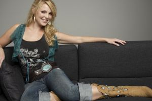 women couch jeans katherine heigl actress cowboy boots blonde