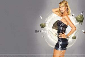 women dress model heidi klum tight clothing side view