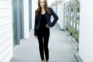 women hands on hips jacket black outfits brunette mila kunis