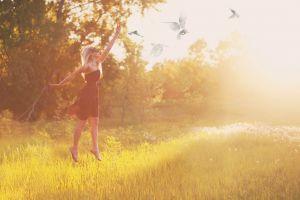 women outdoors sunlight women