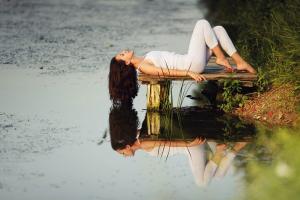 yoga pants women outdoors leggings lying down model outdoors long hair white tops women reflection barefoot brunette