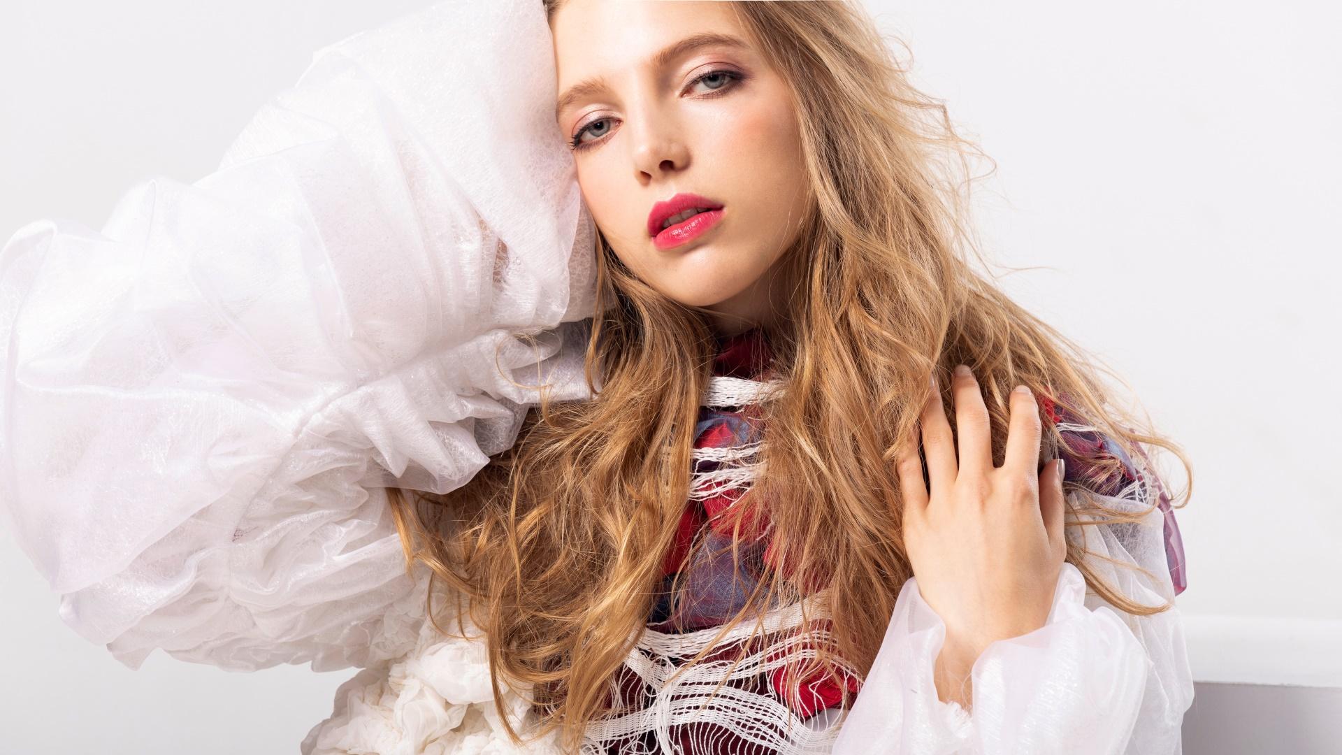 makeup long hair model face women