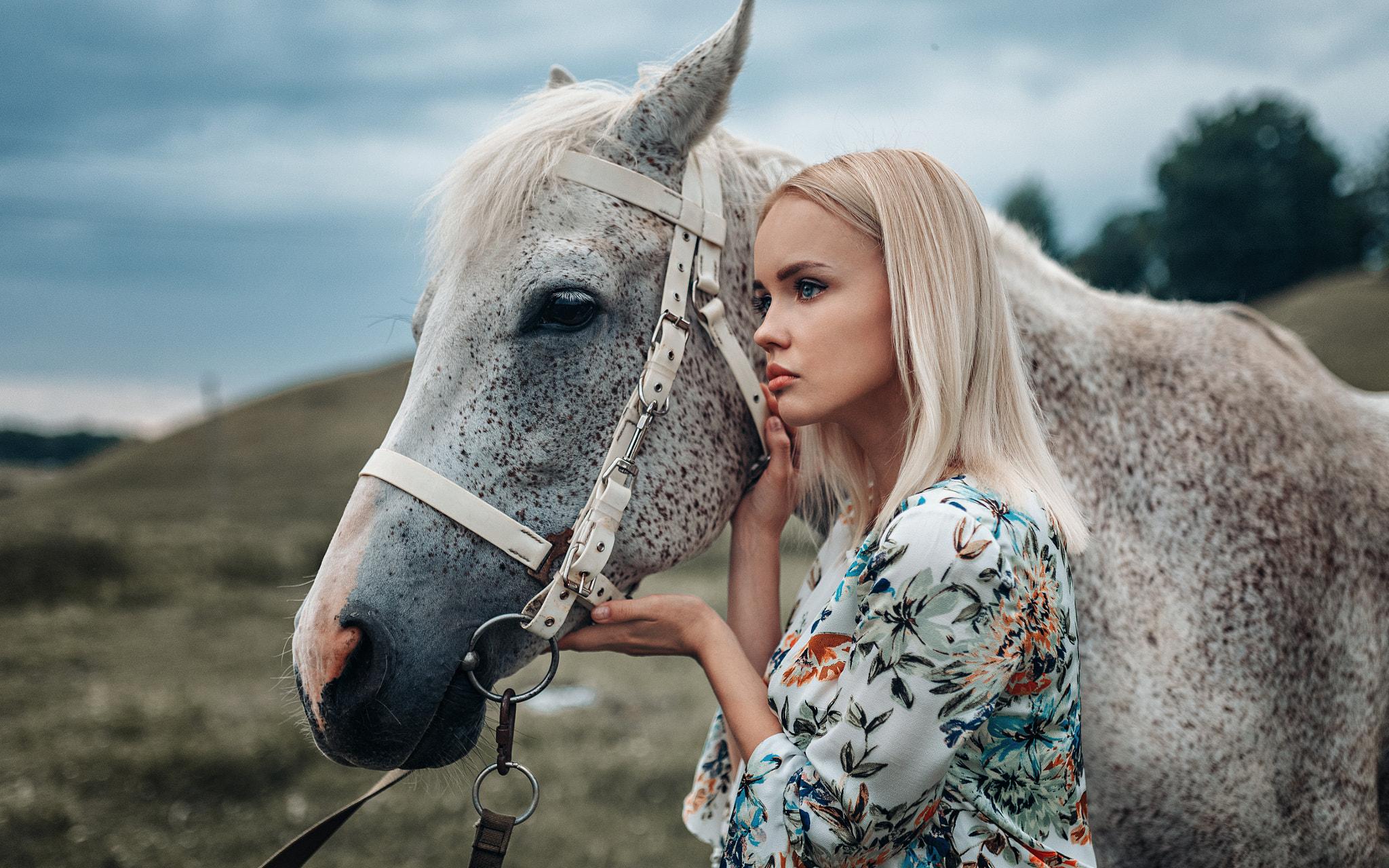 profile women with horse women blue eyes animals blonde women outdoors horse