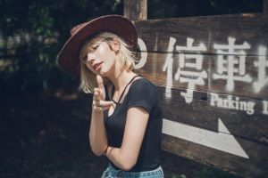arms crossed wink blonde winking black tops portrait finger pointing model short hair women looking at viewer women with hats women outdoors