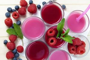 berries leaves fruit drinking glass food colorful raspberries