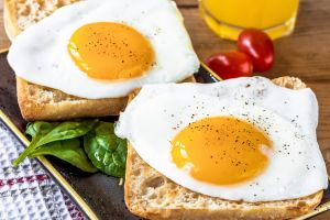 bread eggs food spinach tomatoes