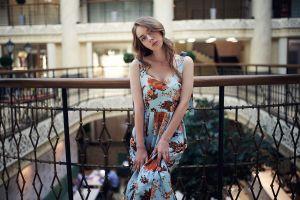 brunette model depth of field dress railings portrait women looking at viewer blue eyes