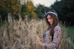 brunette portrait painted nails women outdoors hairband outdoors dry grass model women bokeh dress smiling depth of field headband
