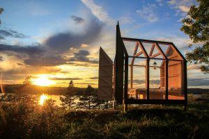 cabin sunlight modern