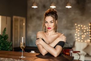 drinking glass bare shoulders portrait women red lipstick christmas