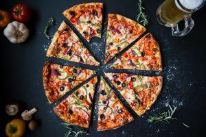 food garlic pizza bell peppers olives rosemary mushroom beer tomatoes