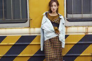 frontal view li yitong looking at viewer actress fashion asia china