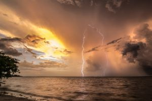 lightning storm sea horizon clouds