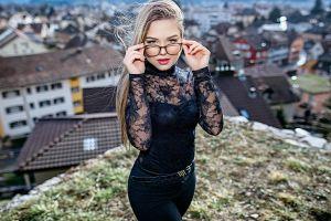 luca foscili jeans women with glasses long hair belt women outdoors portrait blonde women