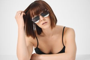 mary elizabeth winstead simple background brunette sunglasses celebrity