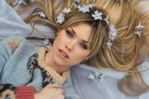 model blonde women face sweater