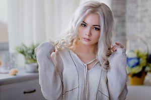 model blue eyes white hair women