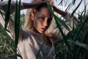 model holding hair face women outdoors ksenia kokoreva yuriy lyamin blouses plants bokeh brunette women looking at viewer outdoors blouses