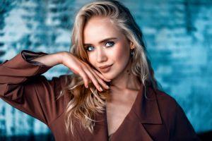model portrait blue eyes blonde smiling makeup women