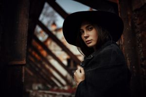 outdoors looking at viewer depth of field brunette coats brown eyes women women outdoors black nails model women with hats hat