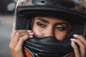outdoors model fullface women outdoors bokeh depth of field helmet women brunette painted nails eyes brown eyes looking away