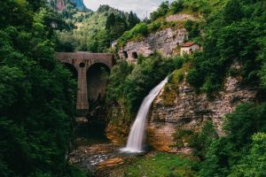 rock water italy bridge green trees mountains waterfall