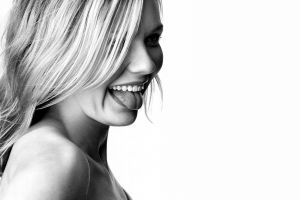 simple background smiling actress women kirsten dunst blonde monochrome tongue out