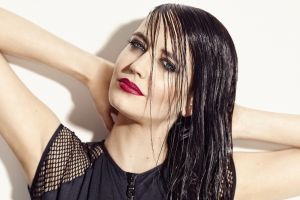 women actress eyeliner eva green red lipstick wet look celebrity armpits