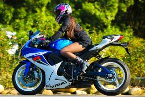 women shoei suzuki gsx-r suzuki model motorcycle brunette