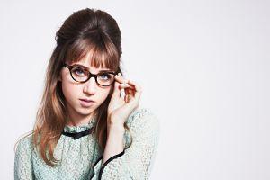 women with glasses zoe kazan women actress simple background