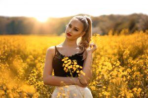 women women outdoors portrait red lipstick blonde