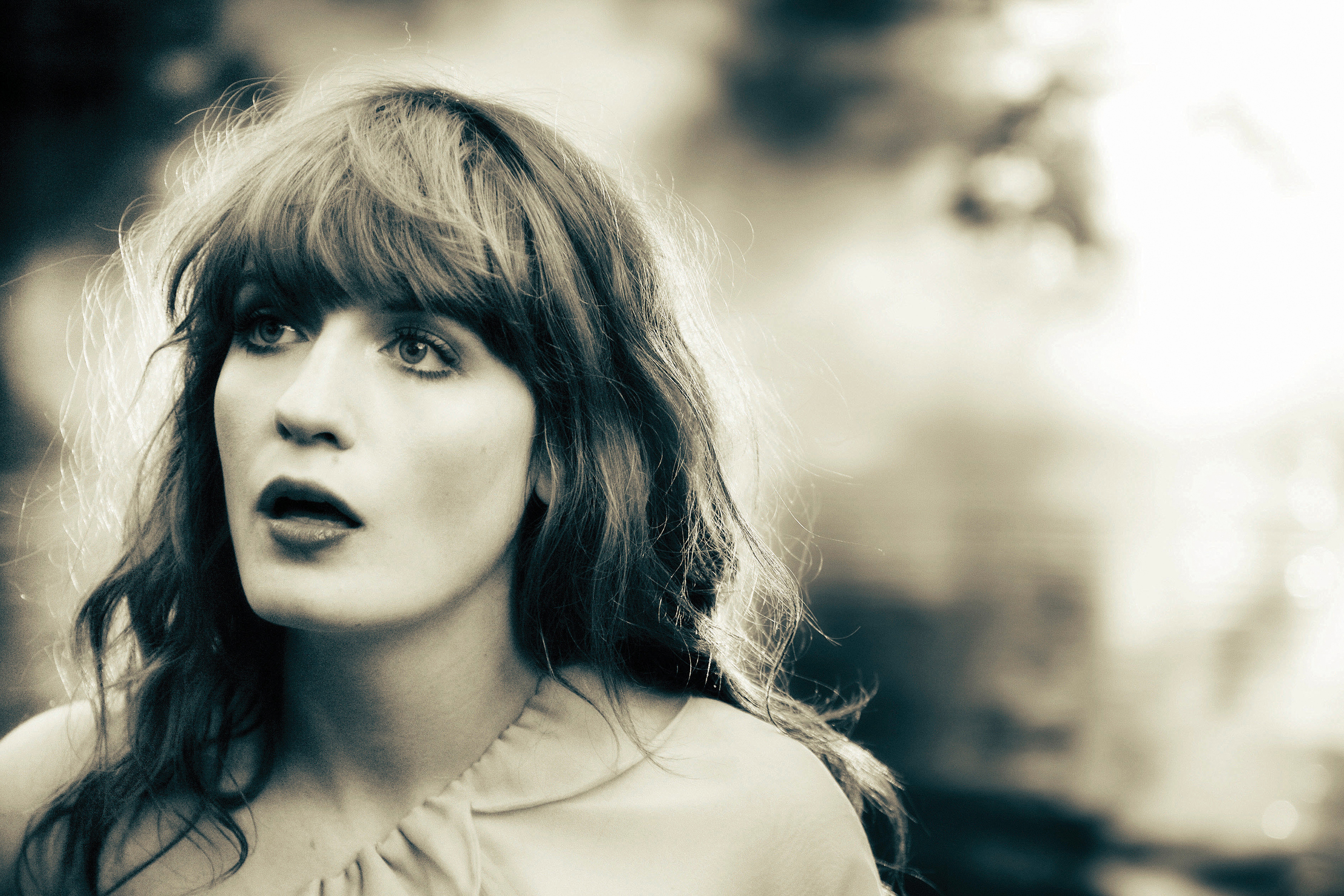 women singer open mouth