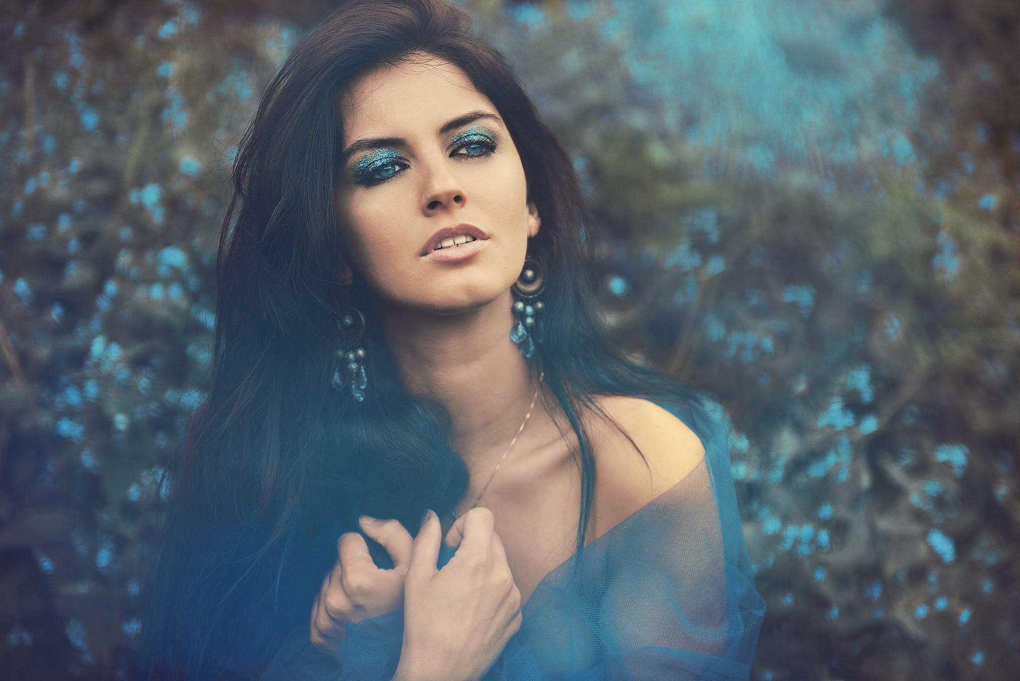 face portrait women model aurela skandaj