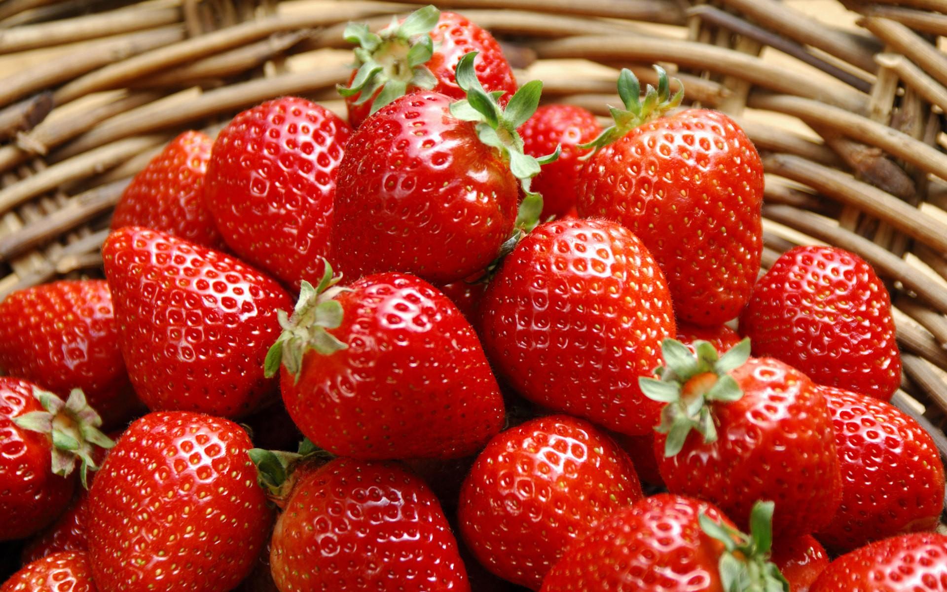 fruit strawberries closeup food