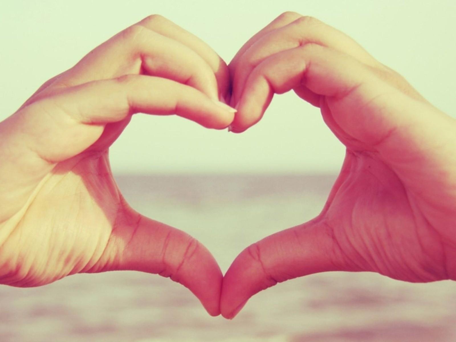 heart (design) heart hands