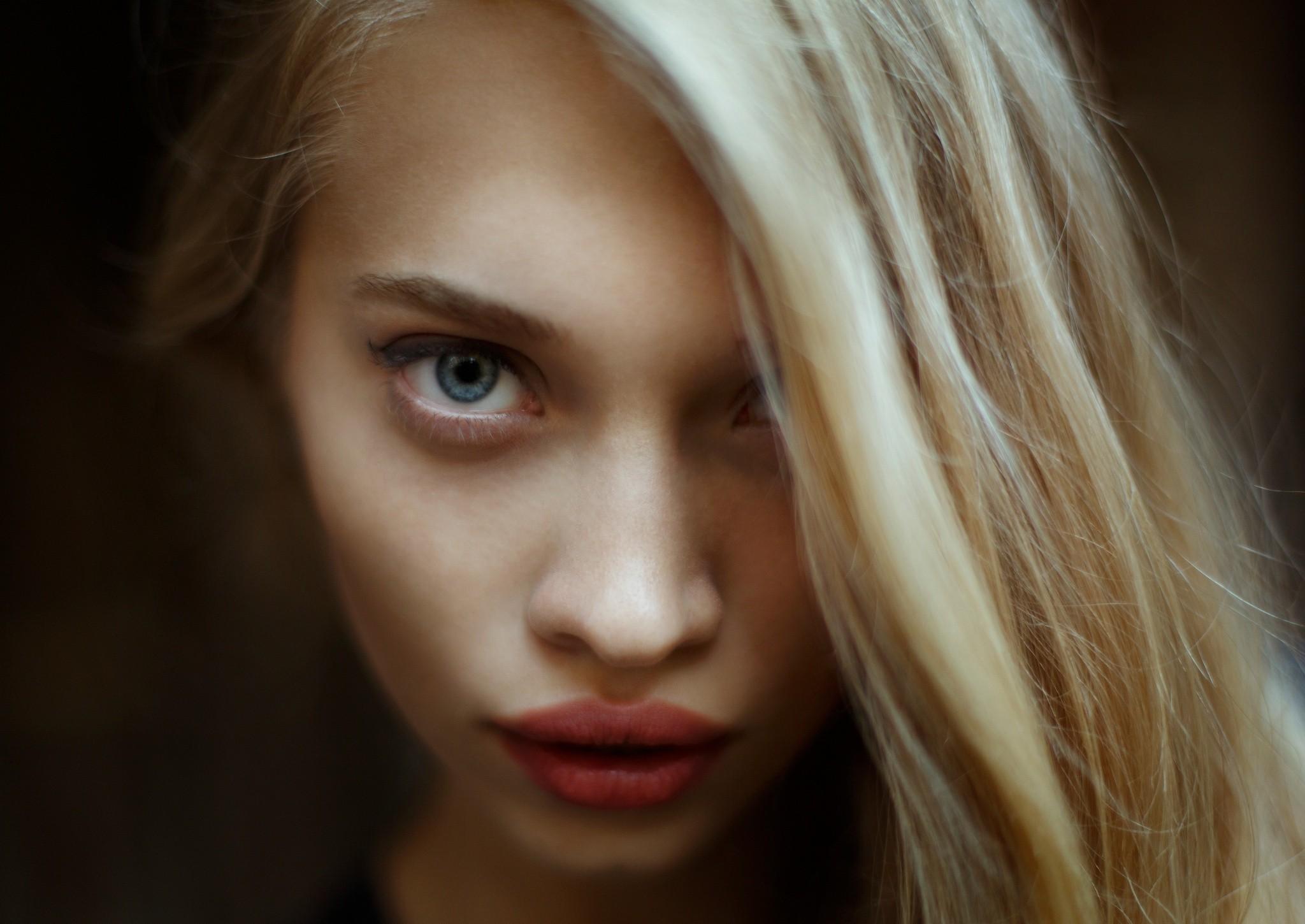 juicy lips women blonde face blue eyes portrait