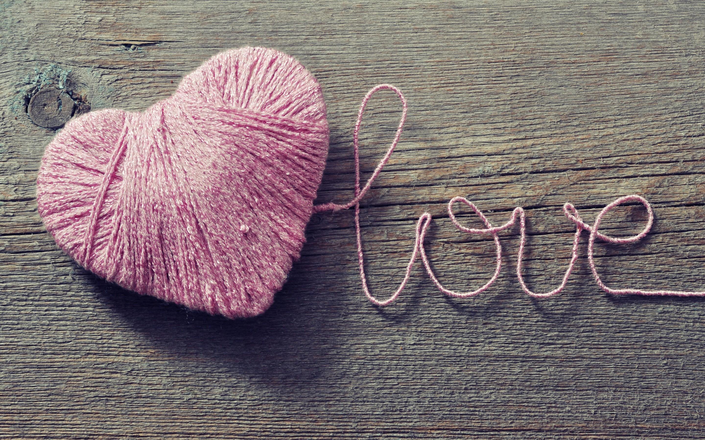 love wooden surface heart (design)