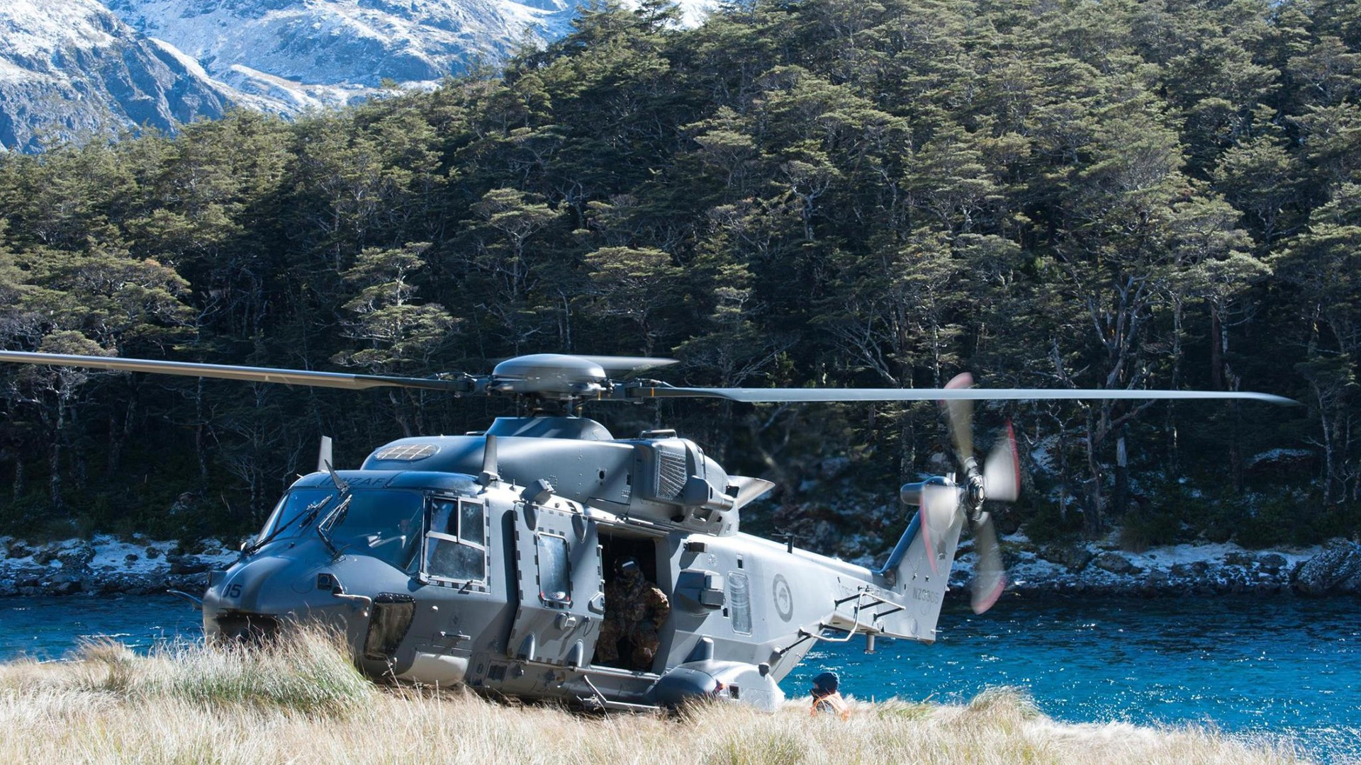 military soldier helicopters military aircraft new zealand