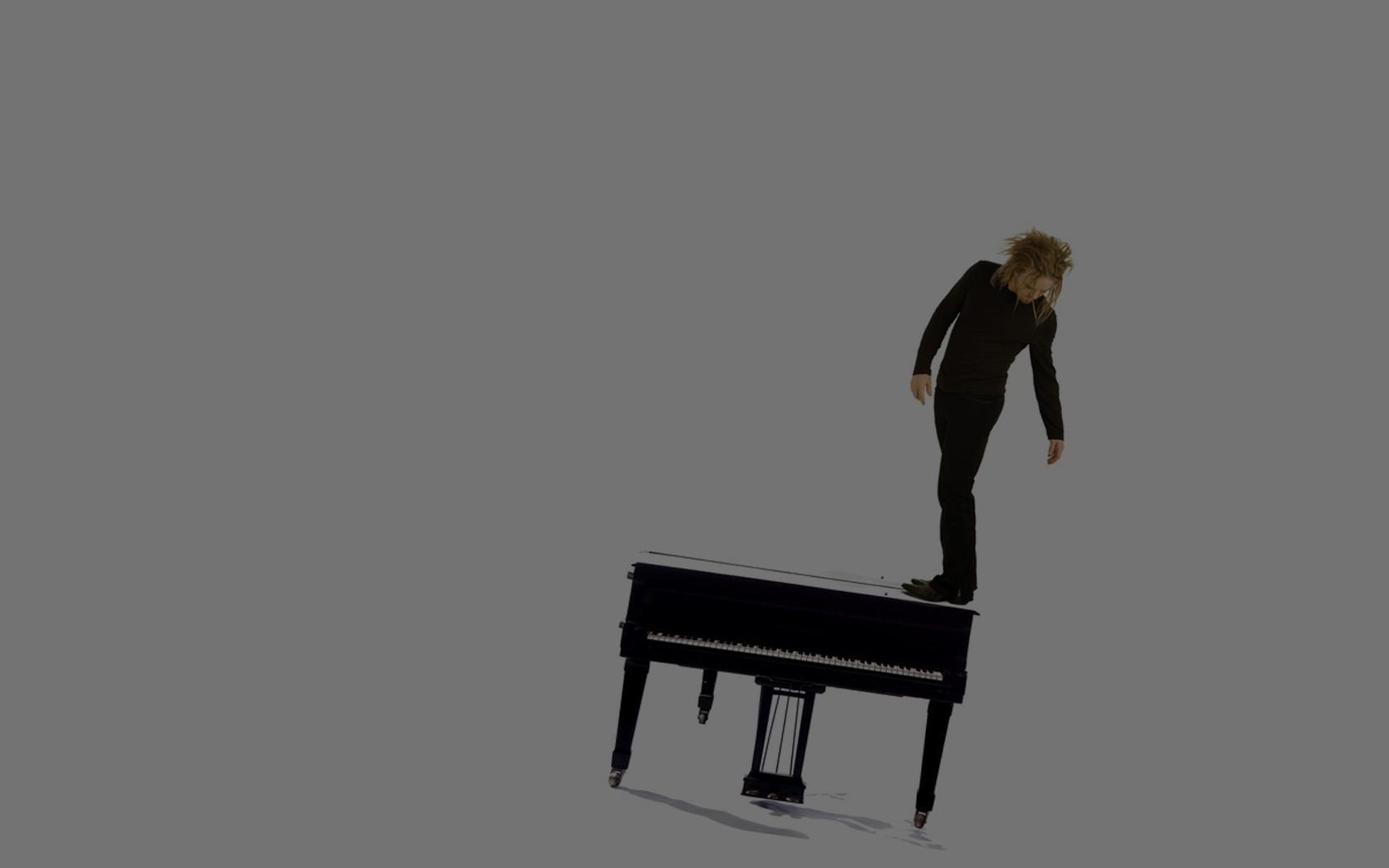 musical instrument men piano