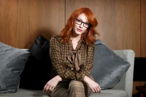 actress women christina hendricks couch redhead glasses women with glasses
