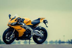 aprilia rsv4 superbike yellow