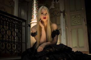 black dress model blonde women