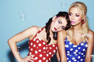blonde bubbles women brunette