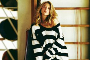 blonde natalie dormer  sweater