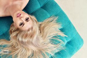blonde women bare shoulders brown eyes juicy lips model