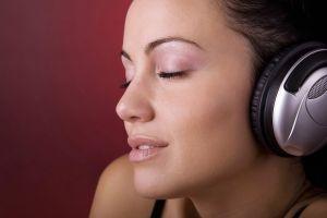 brunette headphones face women closed eyes smiling enjoying
