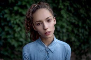 brunette maxim guselnikov closeup curly hair women depth of field hazel eyes women outdoors lisa alexanina blurred