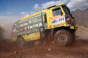 dakar rally trucks dirt