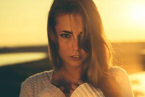 face portrait women model blonde looking at viewer